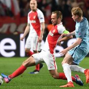 Monaco's French forward Valere Germain (L) challenges Manchester City's Belgian midfielder Kevin De Bruyne during the UEFA Champions League round of 16 football match between Monaco and Manchester City at the Stade Louis II in Monaco on March 15, 2017. / AFP / Pascal GUYOT   FBL-EUR-C1-MONACO-MAN CITY